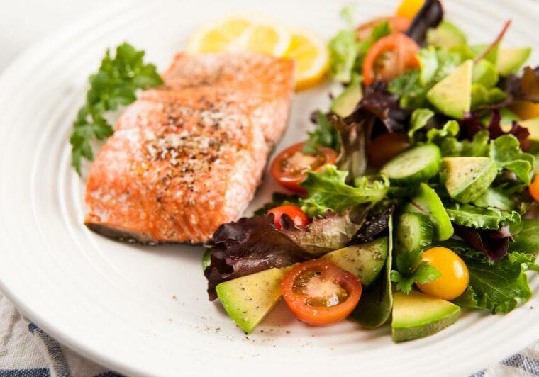 lohta ja salaattia terveellisesti